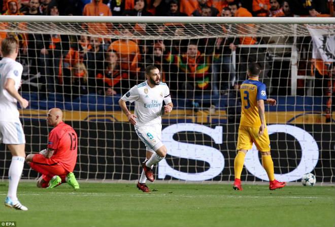 """Tuyệt tác cúp C1: Ronaldo – Benzema """"giải hạn"""", Liverpool bị rượt đuổi điên rồ 3"""
