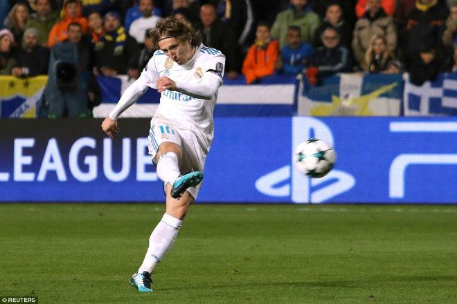 """Tuyệt tác cúp C1: Ronaldo – Benzema """"giải hạn"""", Liverpool bị rượt đuổi điên rồ 1"""