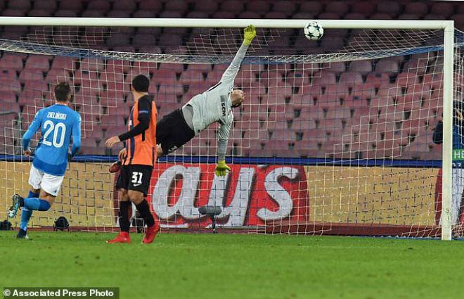 """Tuyệt tác cúp C1: Ronaldo – Benzema """"giải hạn"""", Liverpool bị rượt đuổi điên rồ 14"""