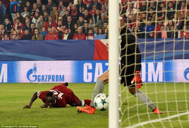 """Tuyệt tác cúp C1: Ronaldo – Benzema """"giải hạn"""", Liverpool bị rượt đuổi điên rồ 8"""
