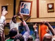 Tổng thống 93 tuổi Zimbabwe từ chức, chấm dứt 37 năm cầm quyền