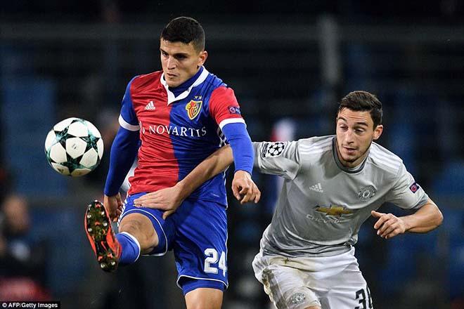 Chuyển nhượng MU: PSG bất ngờ hỏi mua Fellaini 2