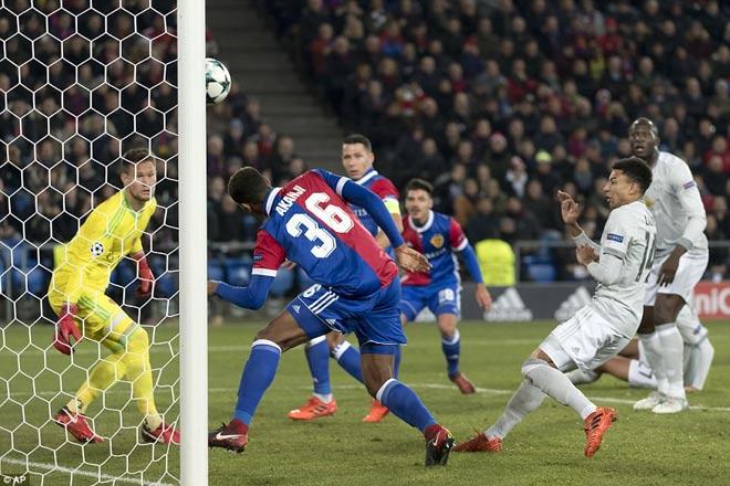 """MU thất bại đau đớn, Mourinho trách học trò toàn """"chân gỗ"""" 1"""