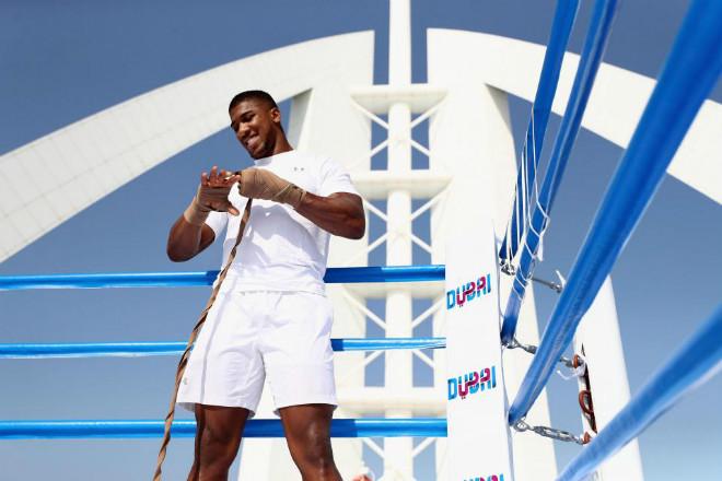 """""""Vua boxing"""" Joshua chơi trội: Luyện công trên võ đài hiểm nhất thế giới 3"""