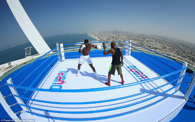"""""""Vua boxing"""" Joshua chơi trội: Luyện công trên võ đài hiểm nhất thế giới 1"""