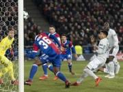 """MU thất bại đau đớn, Mourinho trách học trò toàn  """" chân gỗ """""""