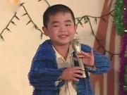 """"""" Thần đồng bé Châu """" : Từ cuộc sống huy hoàng đến ca sĩ ế show, khán giả lãng quên"""