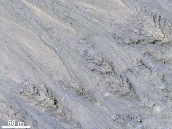 NASA: Những dòng sông trên sao Hỏa có thể không phải do nước tạo ra