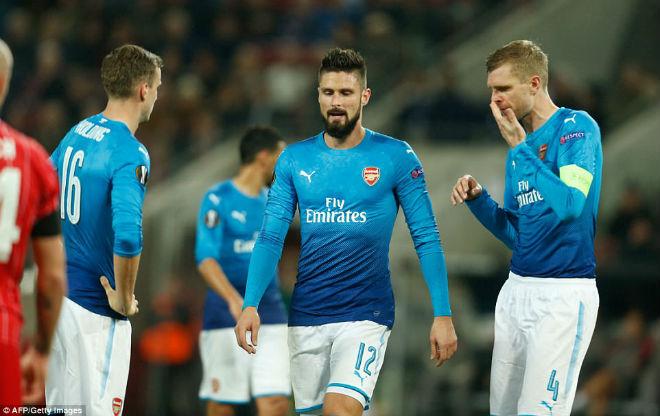 """Arsenal thua sốc: Báo Anh chê tơi tả, rộ tin Wenger sắp """"về vườn"""" 1"""