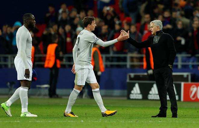 """MU xoay tua đội hình: Mourinho & kế hoạch điên rồ hồi sinh """"Người băng"""" 2"""