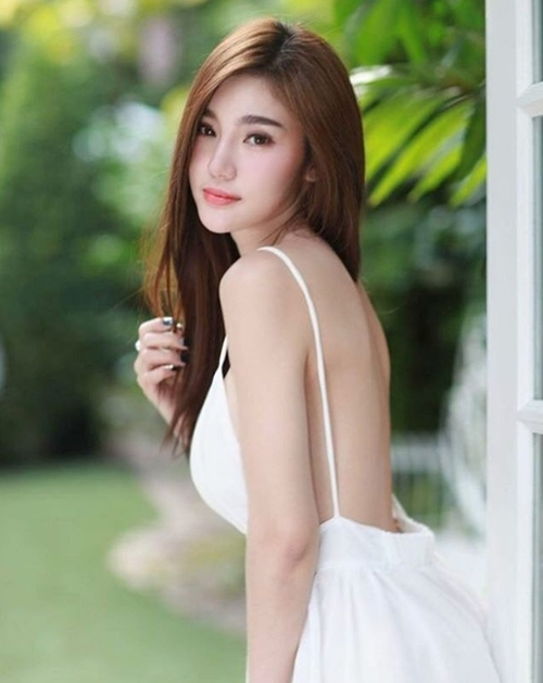 """Không mê không được gu ăn mặc """"hở mà không hư"""" của kiều nữ Thái - 10"""