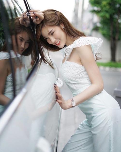 """Không mê không được gu ăn mặc """"hở mà không hư"""" của kiều nữ Thái - 14"""