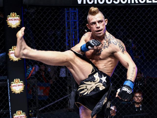 """Đại chiến UFC: """"Kẻ ngông cuồng"""" Bisping bị knock-out ê chề 1"""
