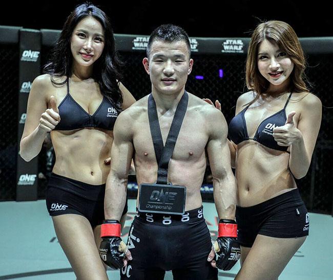 Dàn hot girl nóng bỏng ở giải MMA lớn nhất châu Á 6