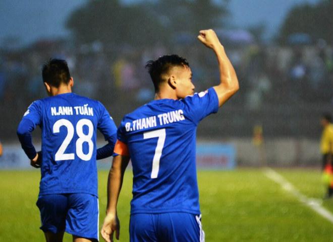 """Quảng Nam - TP.HCM: Thẻ đỏ, penalty & 3 """"cú đấm"""" chí tử 2"""