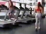 """Bắt gặp khoảnh khắc  """" khó tin """"  trong phòng tập gym"""