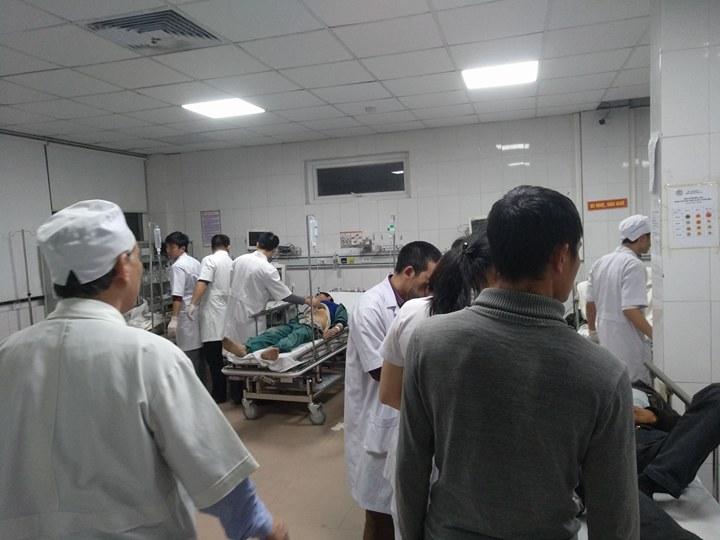 Sập giàn giáo tại công trình xây dựng bến xe, hàng chục người nhập viện