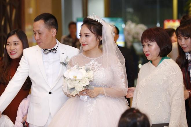 Tiệc cưới sang trọng của Nhật Thủy và chồng đại gia hơn 14 tuổi