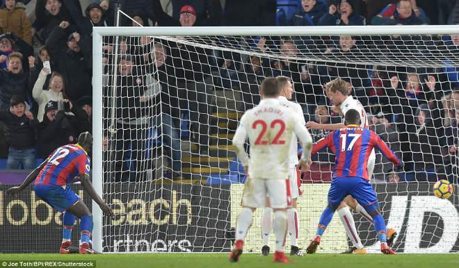 """Crystal Palace – Stoke City: """"Phát đạn"""" bù giờ kết liễu 1"""