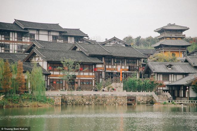 Đông Phương Diêm Hồ Thành điểm đến mới sẽ soán ngôi Phượng Hoàng Cổ Trấn