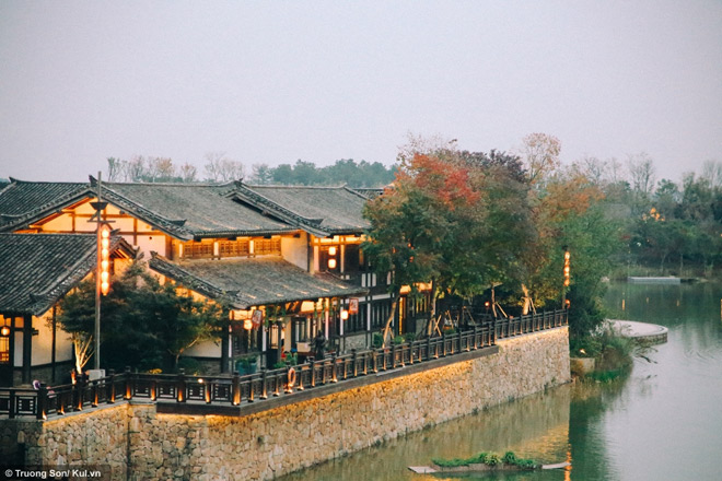Đông Phương Diêm Hồ Thành điểm đến mới sẽ soán ngôi Phượng Hoàng Cổ Trấn - 28