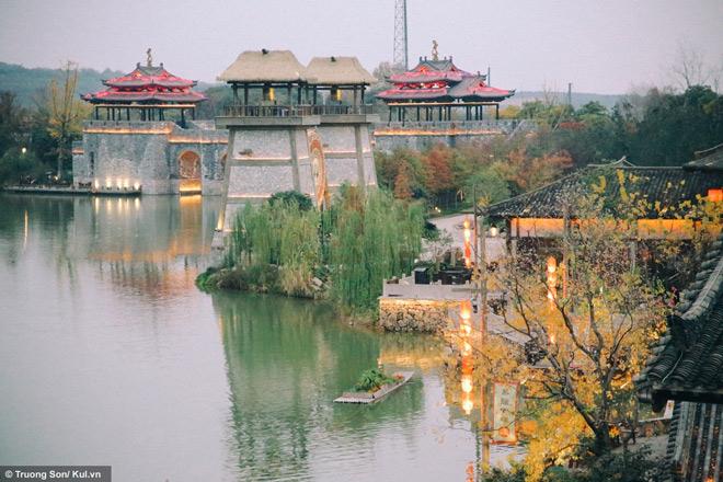 Đông Phương Diêm Hồ Thành điểm đến mới sẽ soán ngôi Phượng Hoàng Cổ Trấn - 27