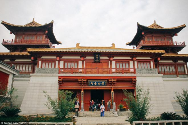 Đông Phương Diêm Hồ Thành điểm đến mới sẽ soán ngôi Phượng Hoàng Cổ Trấn - 6