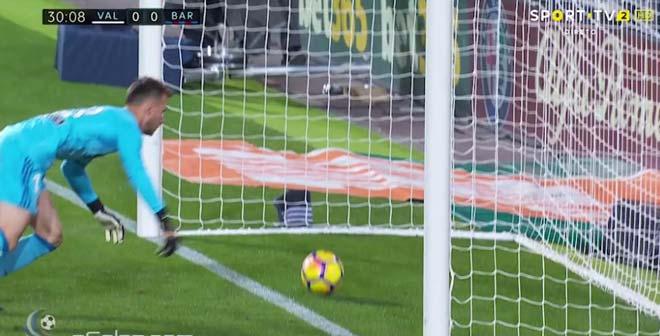 Barca bị trọng tài cướp bàn thắng: Âm mưu trù dập vì dám ly khai? - 2