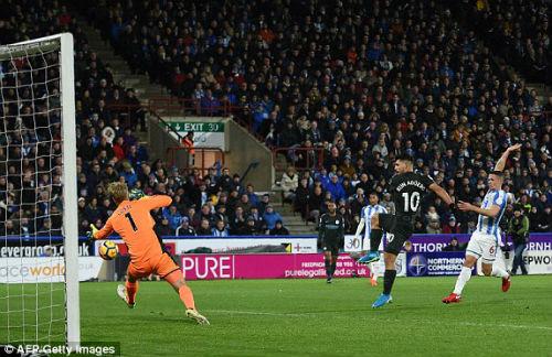 Chi tiết Huddersfield - Man City: Người hùng Sterling (KT) 19