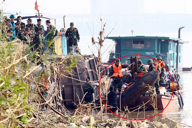Bom trục vớt ở gần trụ cầu Long Biên là loại bom gì? - 1