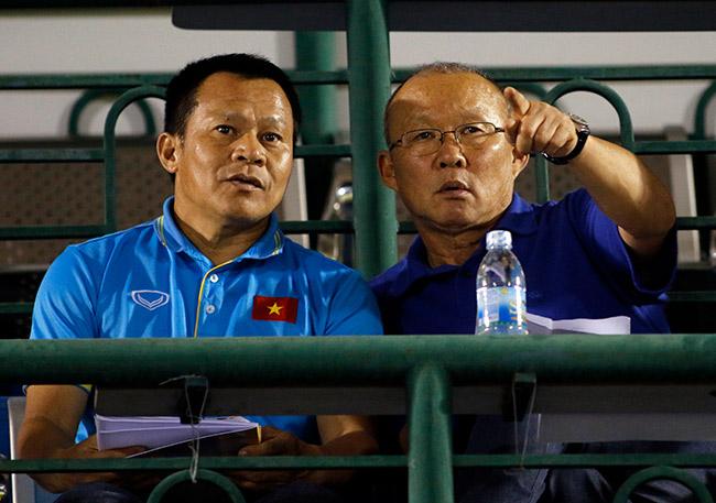 Quân của Giggs thua đau, HLV Park Hang Seo xem giò học trò U23 Việt Nam 1