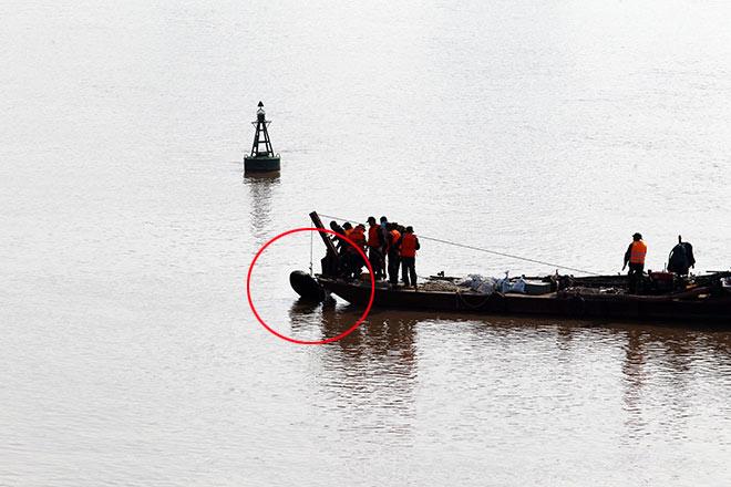 Quả bom 1,3 tấn trục vớt ở cầu Long Biên được xử lý thế nào? - 1