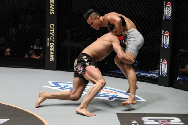 Võ sỹ MMA Trung Quốc chơi bẩn: Bại tướng của tay đấm gốc Việt 1