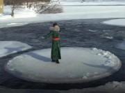 Du lịch - Du khách đổ xô đến tảng băng tròn kỳ lạ, quay vòng trên sông lạnh ở Nội Mông
