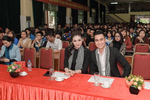 """""""Bạn gái Noo Phước Thịnh"""" và """"thiếu gia Phan Hải"""" tông xuyệt tông đen tại sự kiện"""