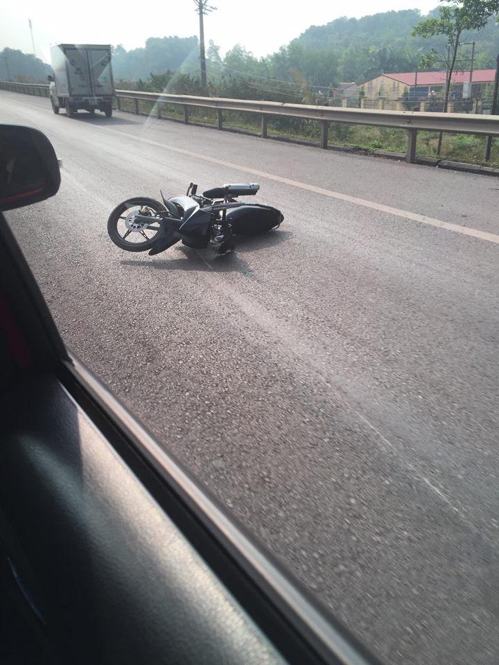 Cảnh sát giao thông bị xe máy đâm trên cao tốc đã tử vong