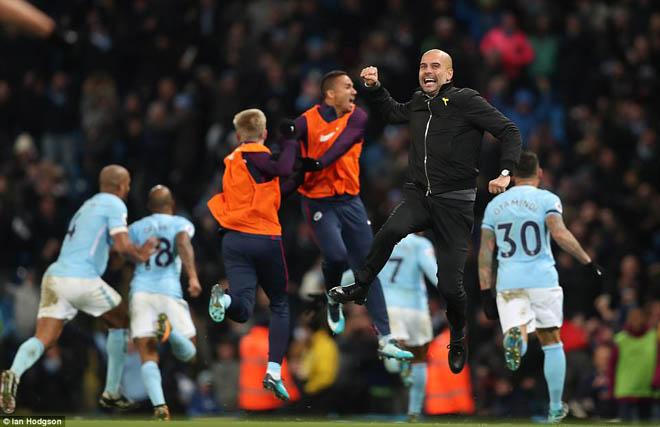"""Man City thắng nhờ """"gà son"""" phút bù giờ, fan MU giận sôi máu 2"""