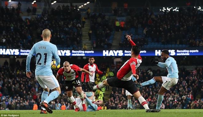 """Man City thắng nhờ """"gà son"""" phút bù giờ, fan MU giận sôi máu 1"""