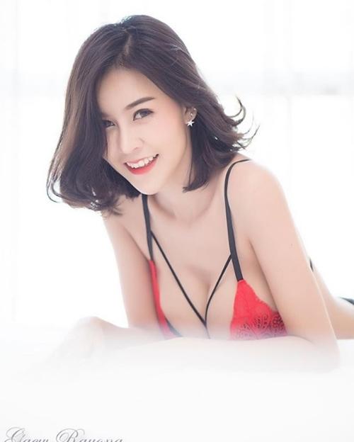 """Hết hồn với nàng người mẫu Thái Lan có """"núi đôi"""" như sắp nổ tung - 1"""