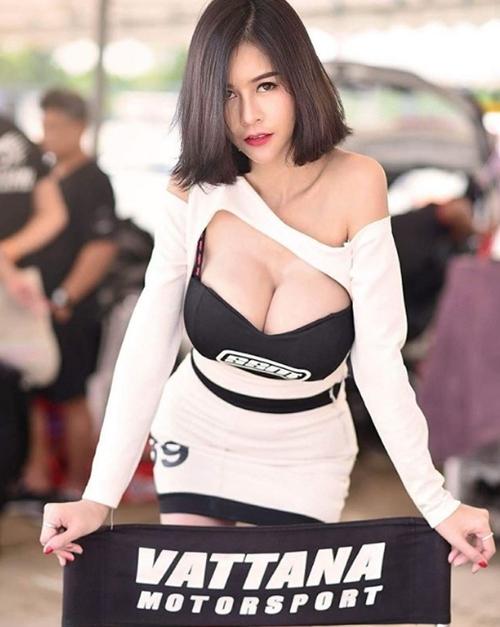 """Hết hồn với nàng người mẫu Thái Lan có """"núi đôi"""" như sắp nổ tung - 5"""