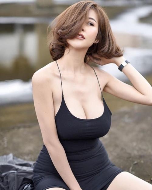 """Hết hồn với nàng người mẫu Thái Lan có """"núi đôi"""" như sắp nổ tung - 10"""