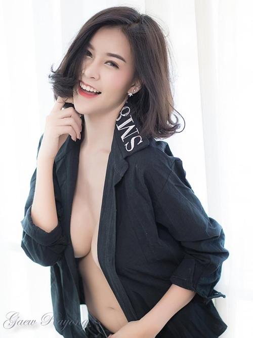 """Hết hồn với nàng người mẫu Thái Lan có """"núi đôi"""" như sắp nổ tung - 12"""