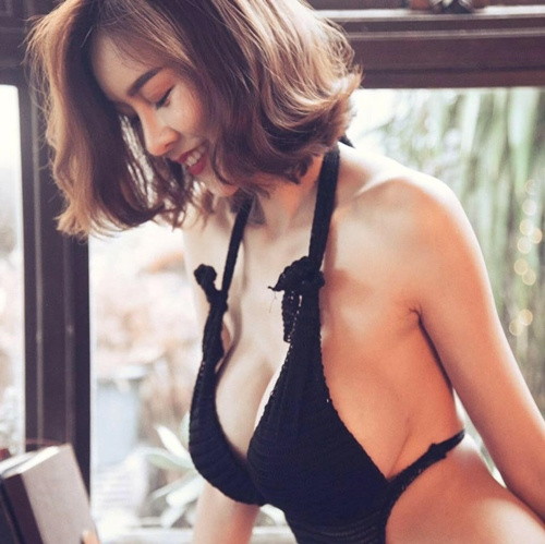 """Hết hồn với nàng người mẫu Thái Lan có """"núi đôi"""" như sắp nổ tung - 15"""