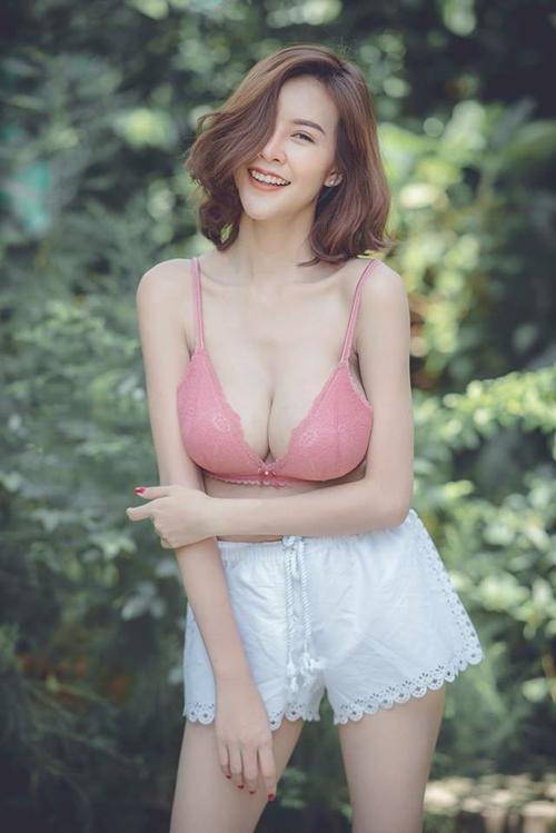 """Hết hồn với nàng người mẫu Thái Lan có """"núi đôi"""" như sắp nổ tung - 14"""