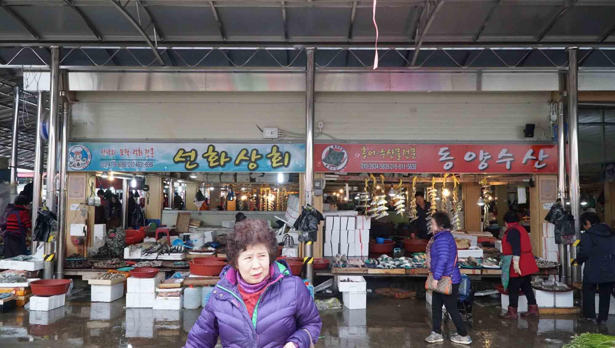Lạc vào chợ