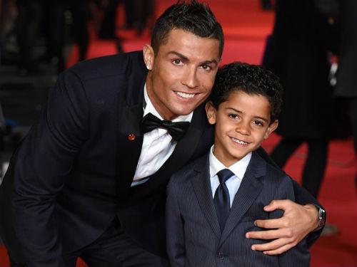 """Ronaldo khoe con chục triệu like: """"Trùm sống ảo"""" làng bóng đá 5"""