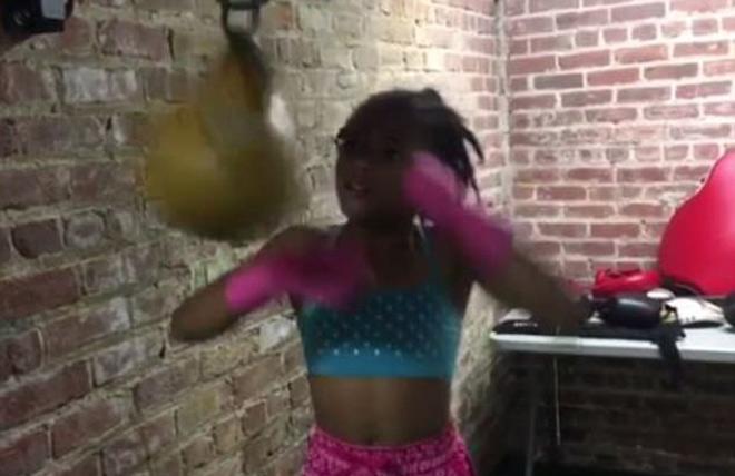 """Thần đồng boxing 8 tuổi: Đấm như """"súng bắn"""", vạn người phát cuồng 2"""