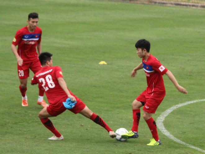 """U23 Việt Nam: Công Phượng lừa bóng như Messi, """"đùa giỡn"""" Xuân Trường - 1"""