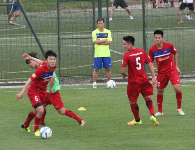 """U23 Việt Nam: Công Phượng lừa bóng như Messi, """"đùa giỡn"""" Xuân Trường - 10"""