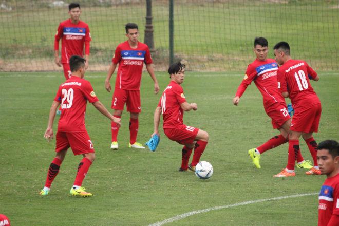 """U23 Việt Nam: Công Phượng lừa bóng như Messi, """"đùa giỡn"""" Xuân Trường - 11"""